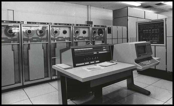 UNIVAC 1108. Представник комп'ютерів того часу. Широко застосовувався в державних структурах